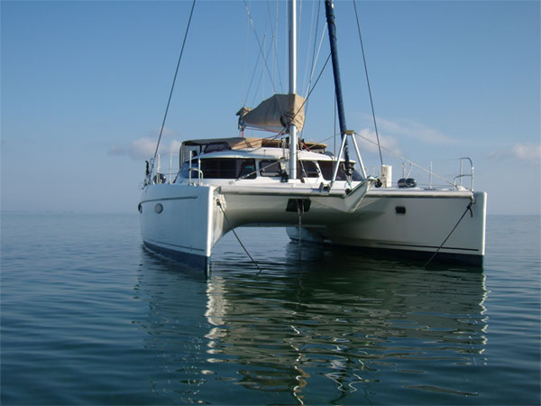 Moonstone crewed catamaran charter british virgin islands for Charter di cabine bvi
